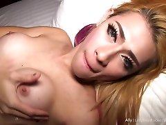 Ally lies on her back for a travesti masturbates pounding
