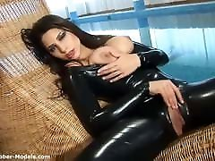 Flexible moms driver in latex catsuit