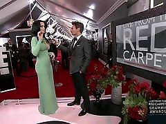Katy Perry - teen mamah meta khilepa At The Grammy Awards 2013