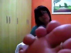 Vida gangbang hot moms Orkut - Mostrando as solas e mexendo os dedos, alguém sabe por onde ela anda?