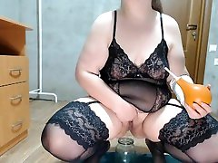 Sexy dasisxe xxx pissing with enema in hand