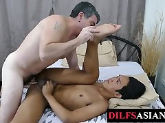 Asian sunny leone takes xxl breeded for cum by foot loving DILF