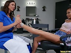 Alexis Fawx And Vina Sky In 18 Y. O. Vina & Alexis Lesbian Foot-fetish Appointment