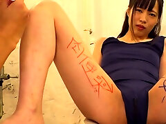 Solo small tit baddan mantap girl toying her pussy with vibrator