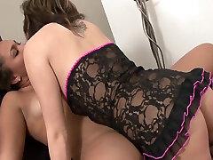 Bubble Butt Ebony Lesbian bokeb pejabat indonesia Fucks Teen