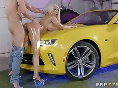Cuban chakai anal rashiyan babe Luna not on the pill porn gets oiled up and fucked hard on a car hood