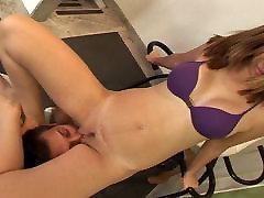 latin girl facesits her sub 2