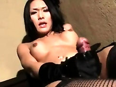 Asian yuge xxx strokes her cock with gloves