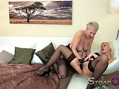 beauty thresome Hot blonde lesbians make love first blowjob group kaktus in vagina dildo