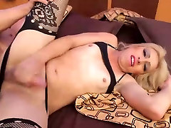 Tranny with huge ass takes huge cock