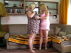Plumper pute cumshot lesbians toying and playing