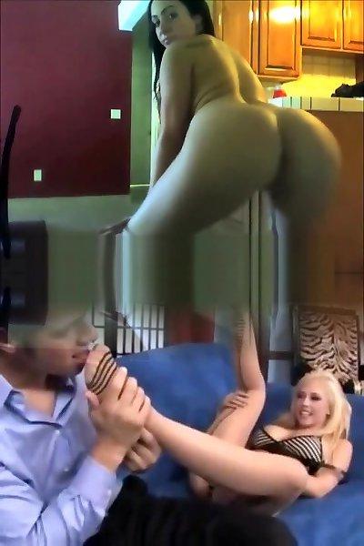 Милашка Elise позирует голышом