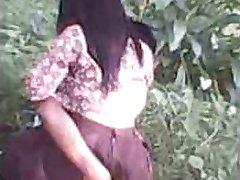 indonesia- cewek jilbab ngentot outdoor