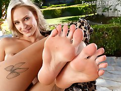 Emma Hix couldn't make it to the gym with her boyfriend. Her pretty feet hurt too much. So when he gets home, he gives her a lovely footjob. She fucks that dick so good, that he has to blow his load all over her sexy toes.