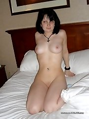 Naked MILF posing sexy on the bed