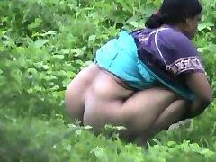 Bangla desi big ass lady comes for nature call