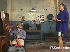 Venus Lux is fed up with Rick Fantanas poor management of her apartment complex. She confronts...