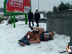 Guy and his GF are enjoying sex in public park and dont mind the weather.