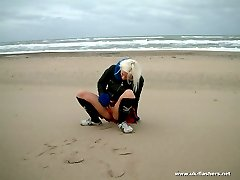 Blondie pissing in the beach