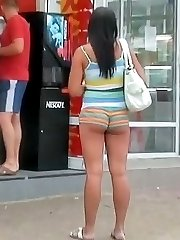 The chubby girl in really short shorts unwillingly demonstrates her bubble butt cheeks