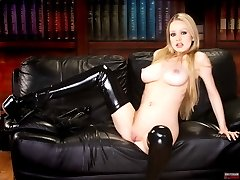 Dominant secretary spreads her latexlegs