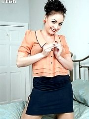 Sophia indulges in filthy chat, striptease and explicit play!