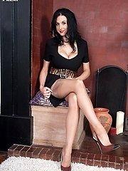 Slim big funbag honey Louise milks in her nylons and girdle on the rug