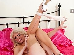 Long-legged nyloned Bianca is natural down below, fluffy and blonde!