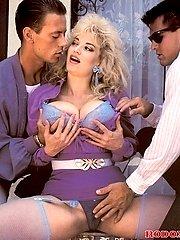 Retro babe in a threesome