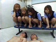 Fyra Japanska OLs spotta på medarbetare