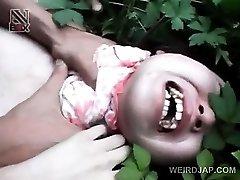 Adolescente asiático chica abusada sexualmente consigue un coño caliente creampie