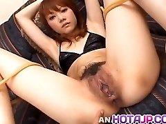 Saki Tachibana bundna blir sexleksaker i röv