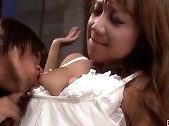 Extrema las escenas porno a lo largo de esposa caliente Ryo Akanishi
