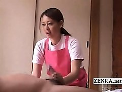 Subtitulada CFNM Japonés de cuidador de anciano masturbación con la mano