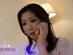 Coquine japonaise maman reçoit DP par airliner1