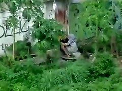 indonésien - ngintip jilbab ngentot belakang bangunan