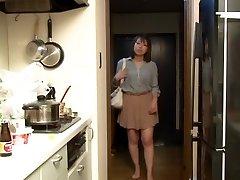 Yui Hatano som Sjefen Kone Natten Krøp