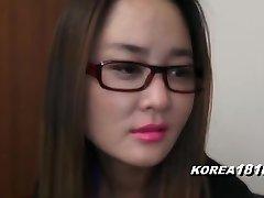 korea1818.com - nervös tjej i glasögon