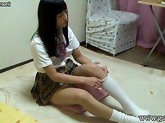 écolière japonaise upskirt et downblouse