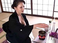 frumoase japoneze tanar si matura