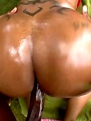 chick with huge ass fucks and sucks