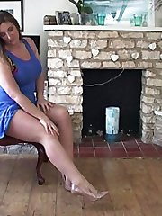 Heidi has expensive tastes and shows a leg for you to admire her lovely pointed patent bow shoe! 'Seeing a lady in shoes like this during the daytime is always much more sexy than in the evenings' she remarks as she gives you both her long sexy legs