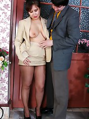 Hot mature babe in shiny pantyhose getting her ripe muff poked and creamed