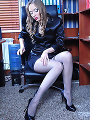 Sultry office hottie changes into a fresh pair of pantyhose right at work