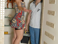 Curvy mature babe tips a serviceman with her skilled mouth and soaking muff