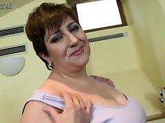 Kinky mature BBW mom luvs to play alone