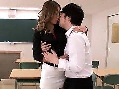 Hot insegnante di Aika ottiene selvaggio da studente