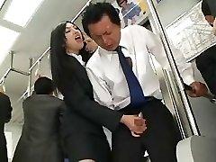 Asiatico Masturbazione In Autobus
