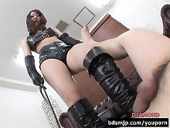 Aga dominant kvinna facesitting dominans