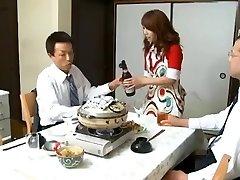 Bosas Ir Underlings Žmona Misa Yuki